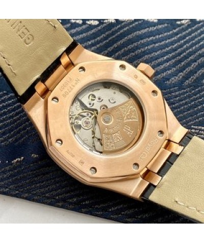 [upgraded version! HD live shooting As the most basic model of the Royal Oak series, Aibi Royal Oak AP Has no special function, only three needles and date display